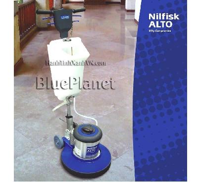 Máy chà sàn nhà công nghiệp -  sàn: bàn chải cứng, bộ phận để miếng pad đánh bóng sàn, thùng chứa hoá chất Máy chà sàn nhà công nghiệp Nilfisk LS430 là máy chà sàn tốc độ thấp được thiết kế cho ứng dụng vệ sinh vết bẩn