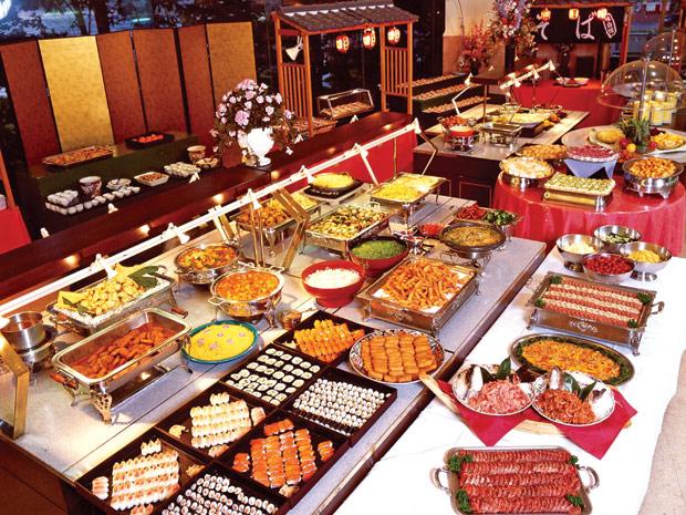 lua-chon-do-dung-cho-tiec-buffet-nha-hang-khach-san_1603332883.jpg