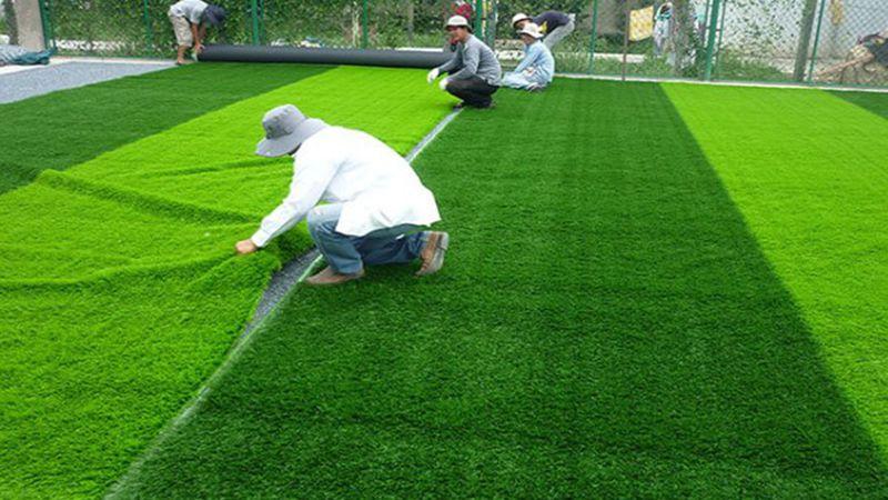 Những vết bẩn sân cỏ nhân tạo sân vườn nên làm sạch như thế nào